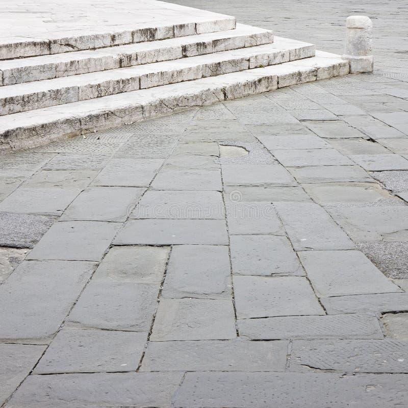 Stary średniowieczny kamienny bruku i marmuru schody fotografia royalty free