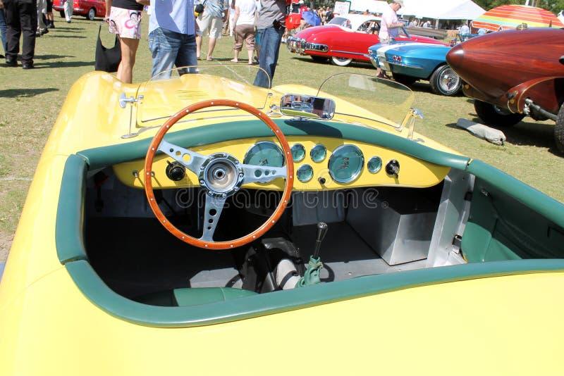 Stary żółty Brytyjski sportscar wnętrze zdjęcia royalty free