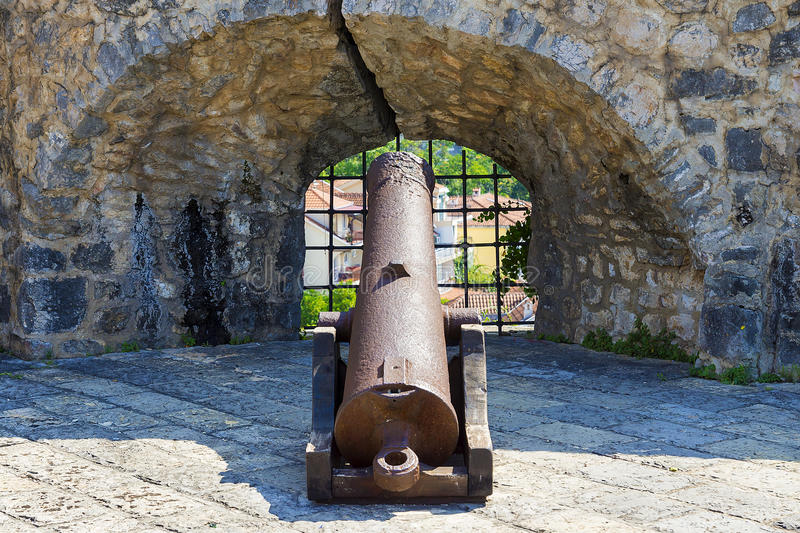 Stary żelazny działo na ramparts, Herceg Novi, Montenegro fotografia stock