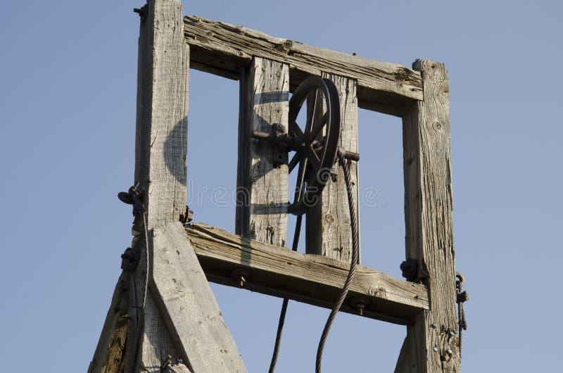 Stary abanadoned górniczy wyposażenie lokalizować w zwycięzcy Kolorado fotografia stock