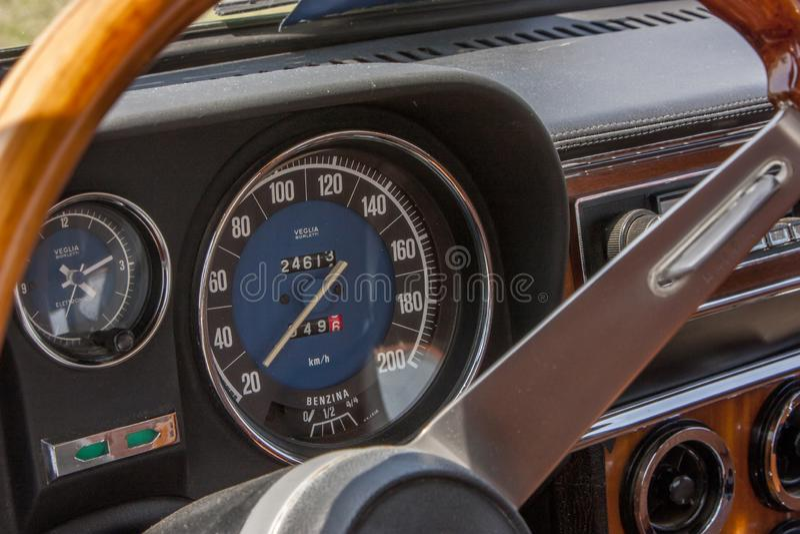 Stary Alfa Romeo szybkościomierz zdjęcie stock