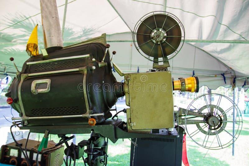 Stary analogowy obrotowy ekranowy filmu projektor zdjęcia stock