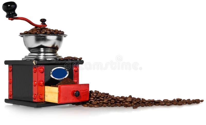 Stary antykwarski drewniany czarny i czerwony kawowy ostrzarz, kawowe fasole zdjęcia royalty free