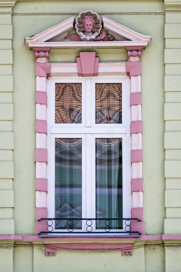 Stary antykwarski okno w Rumunia fotografia royalty free