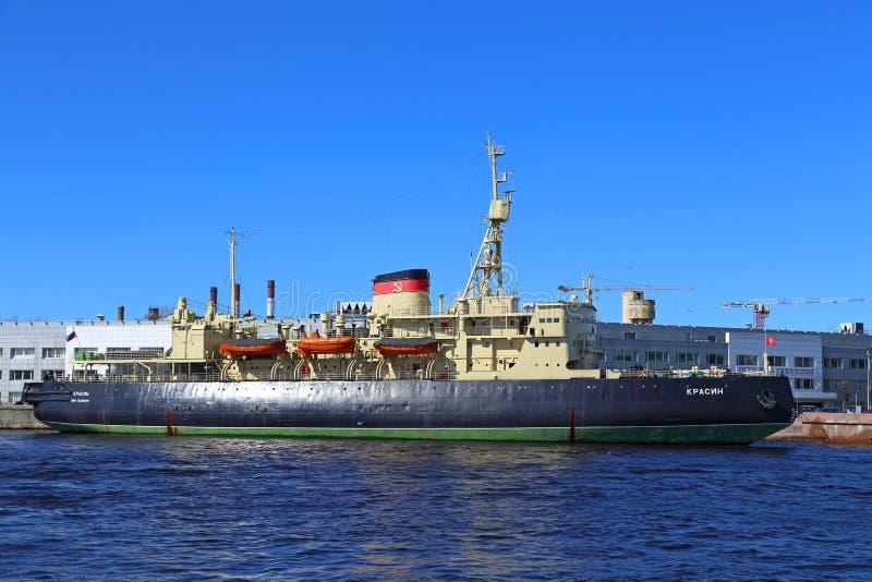 Stary Arktyczny icebreaker Rosyjskie i Radzieckie marynarki wojenne Krasin przy zdjęcie stock