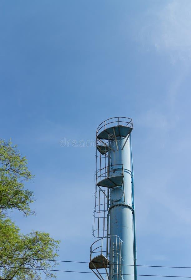 Download Stary błękitne wody wierza zdjęcie stock. Obraz złożonej z zbiornik - 53776050