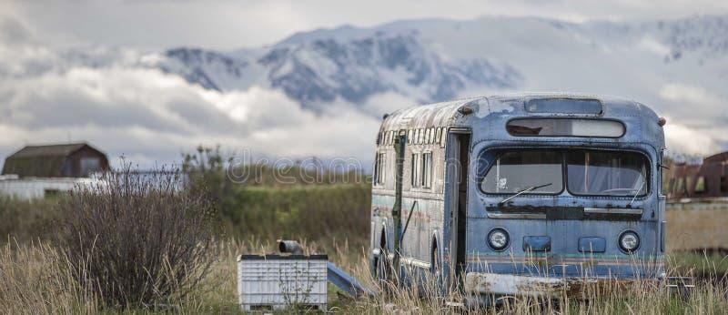 Stary błękitny autobus obraz stock