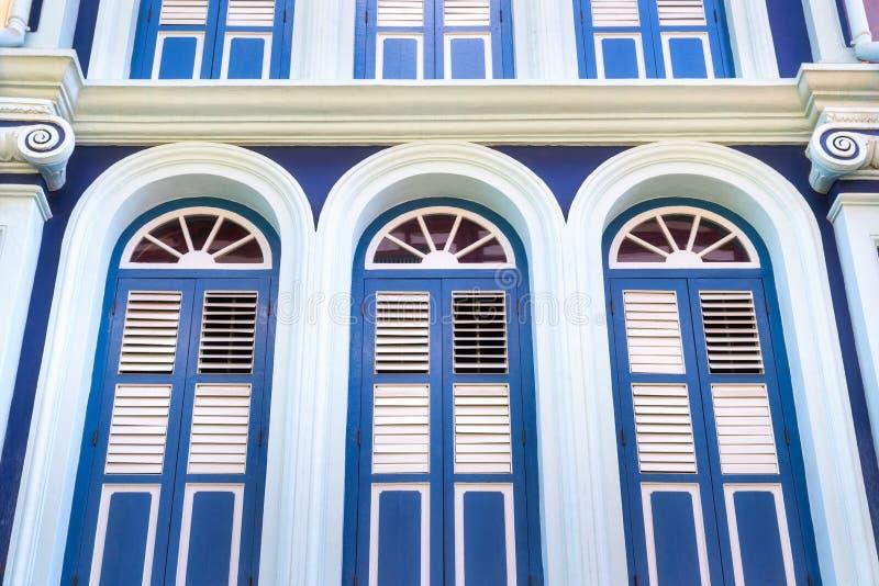 Stary błękitny portuguese drzwi zdjęcia stock