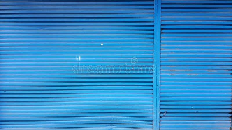 Stary błękitny toczny stalowy drzwi fotografia royalty free