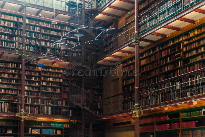 Stary biblioteczny wnętrze w Rijsmuseum w Amsterdam mieście, Holandia zdjęcie royalty free