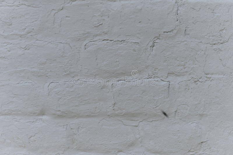 Stary biel z grubsza tworzył ścianę z cegieł malującą z białą farbą, zakończenie w górę, kopii przestrzeń zdjęcie royalty free