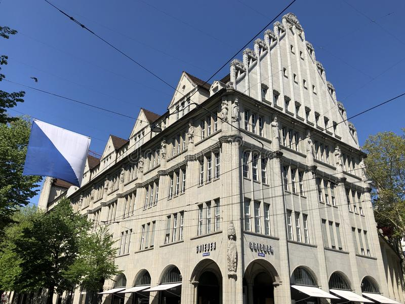 Stary biznesowy pałac w centrum miasta Zurich obrazy royalty free