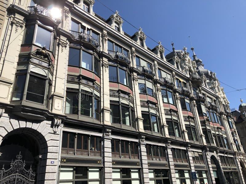 Stary biznesowy pałac w centrum miasta Zurich zdjęcia stock