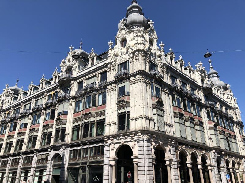 Stary biznesowy pałac w centrum miasta Zurich zdjęcia royalty free
