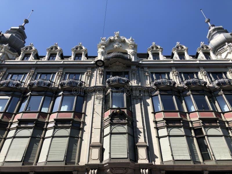 Stary biznesowy pałac w centrum miasta Zurich zdjęcie royalty free
