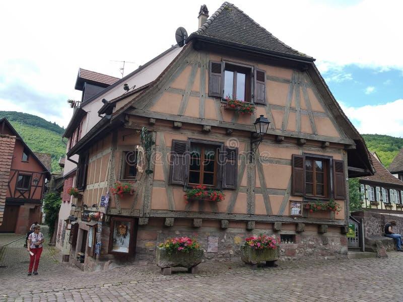 Stary brązu dom w Rhenish stylowym Kaysesberg, Francja zdjęcie stock