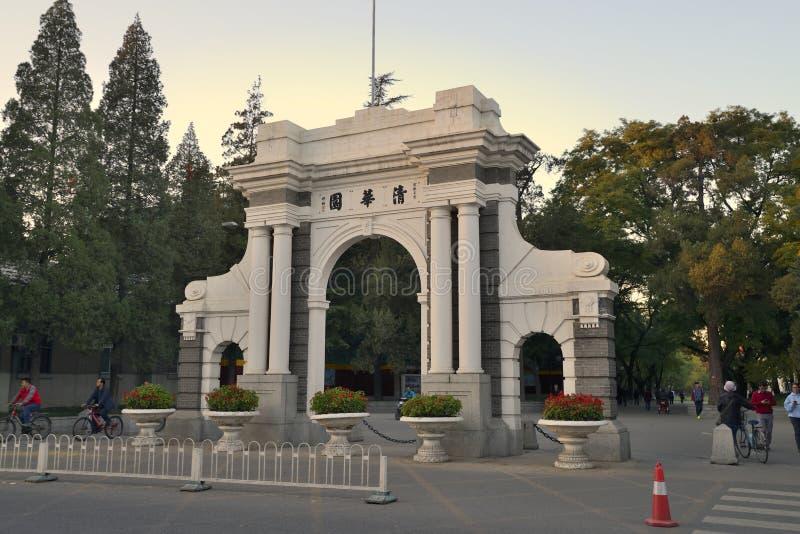 Stary bramy Tsinghua uniwersytet, Pekin obrazy stock