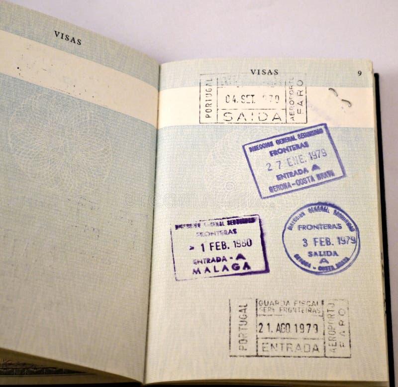 Stary brytyjski paszport z hasłowymi znaczkami fotografia stock