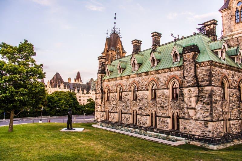 Stary budynek blisko Kanadyjskiego parlamentu obraz royalty free