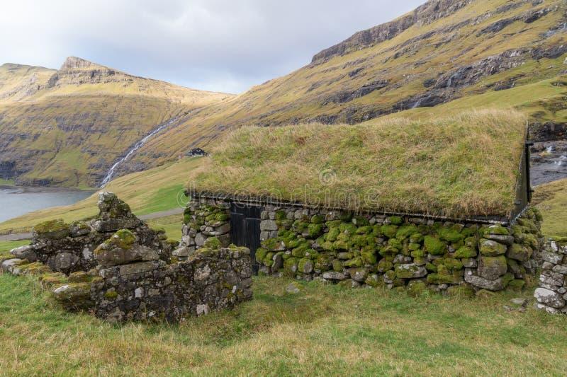 Stary budynek przy starym rolnym Dúvugarðar w Saksun, Faroe wyspy, Dani zdjęcie stock