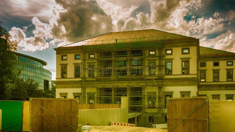 Stary budynek przygotowywał dla odświeżania zdjęcie stock