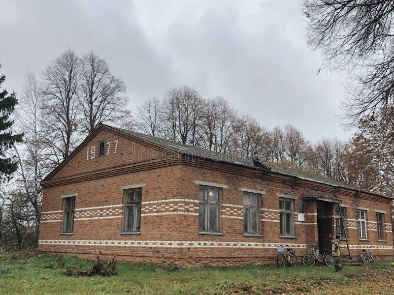 Stary budynek Radzieckie budowy od czerwonej cegły obrazy royalty free