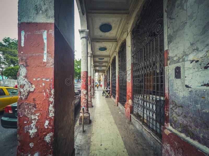 Stary budynek w Casco Viejo, uliczna sceneria w Panamskim mieście - obrazy stock