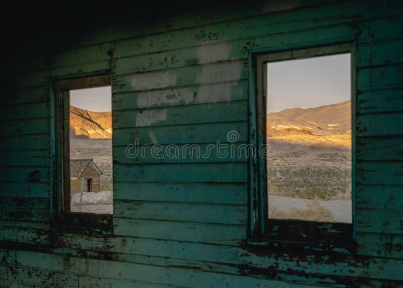 Stary budynek w Rhyolite, Śmiertelna dolina, Kalifornia, usa zdjęcia stock