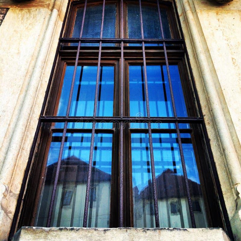 Stary budynek, Windows Praga, miasto obraz royalty free