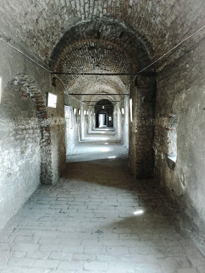 Stary ceglany tunel w kasztelu fotografia royalty free