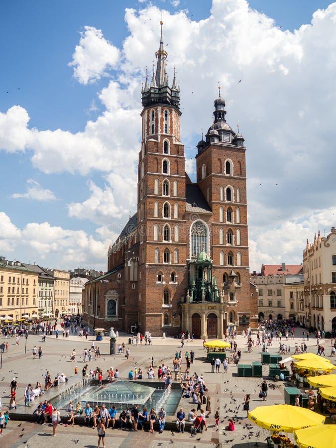 Stary centrum miasta widok z St ` s Maryjną bazyliką w Krakow zdjęcie stock