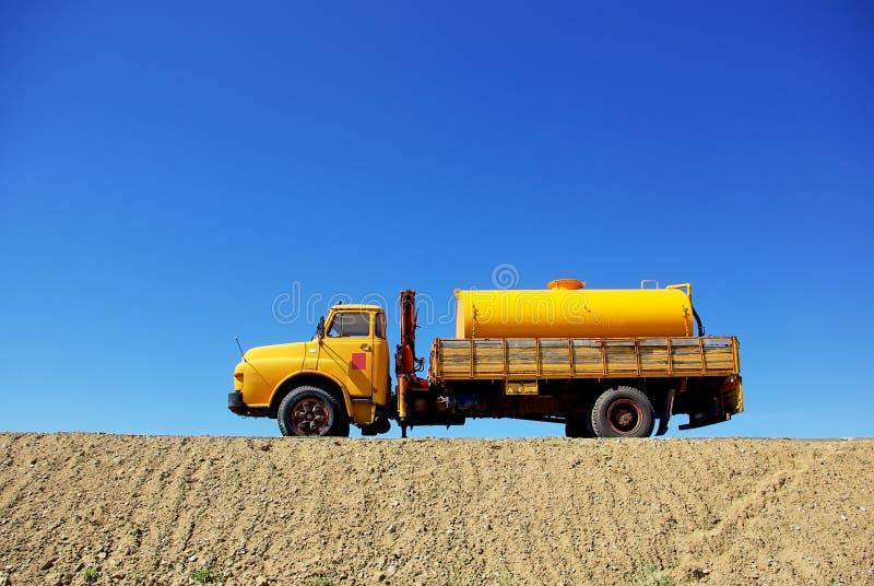 stary ciężarowy kolor żółty zdjęcia stock