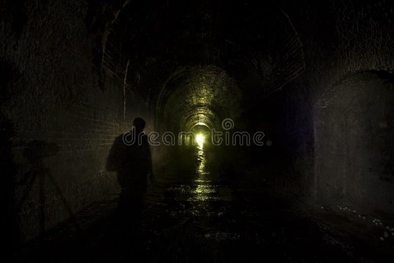 stary ciemnej postaci tunelu kolejowego obrazy royalty free