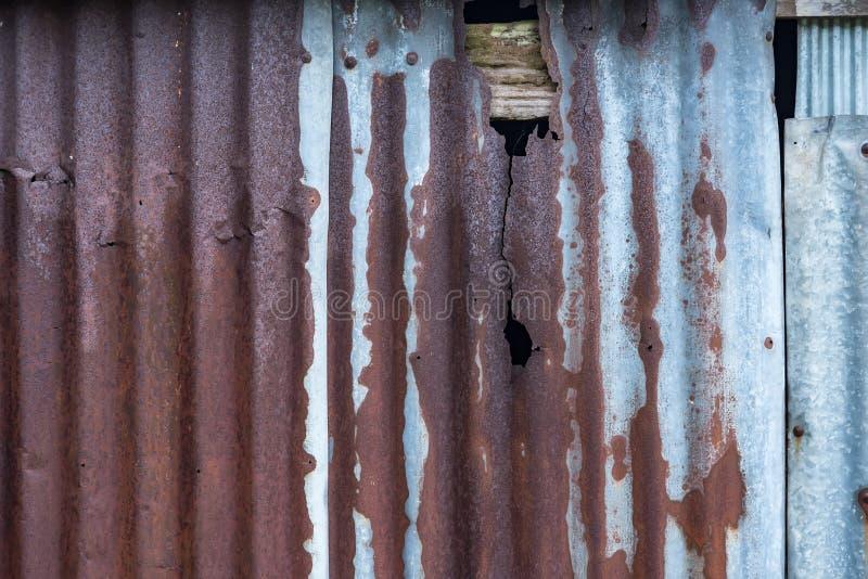 Stary cynkowy tekstury t?o Stary ośniedziały galwanizujący, gofrujący żelazny popiera kogoś rocznik tekstury tło, Ośniedziała pan fotografia stock