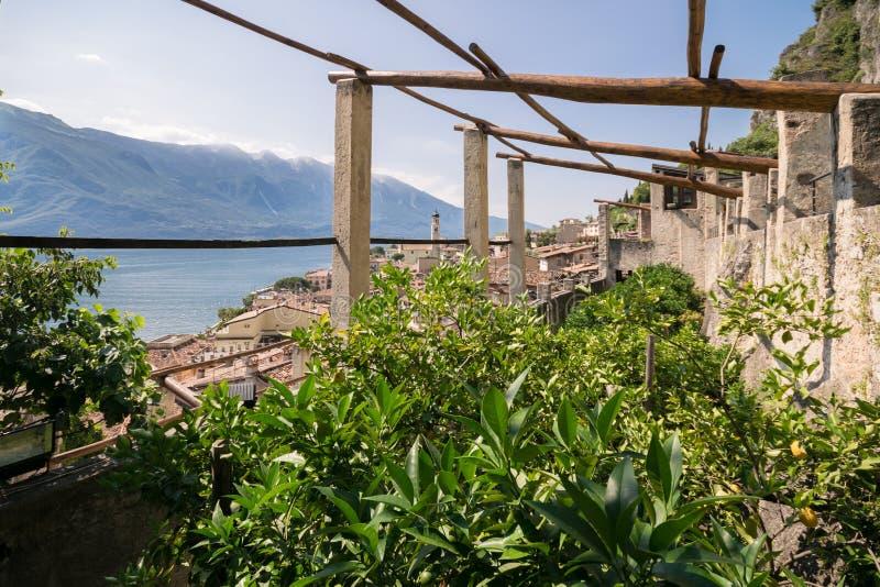 Stary cytryna dom w Limone sul Garda, Włochy obraz stock