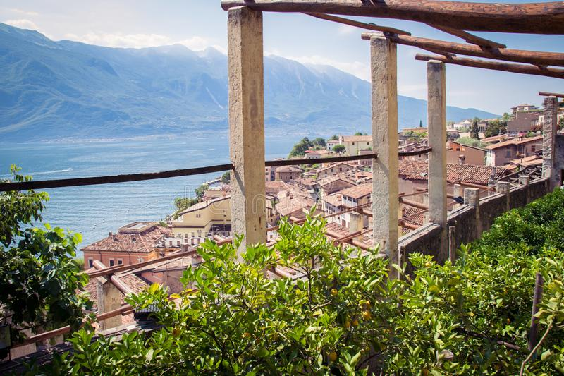 Stary cytryna dom w Limone sul Garda, Włochy fotografia stock