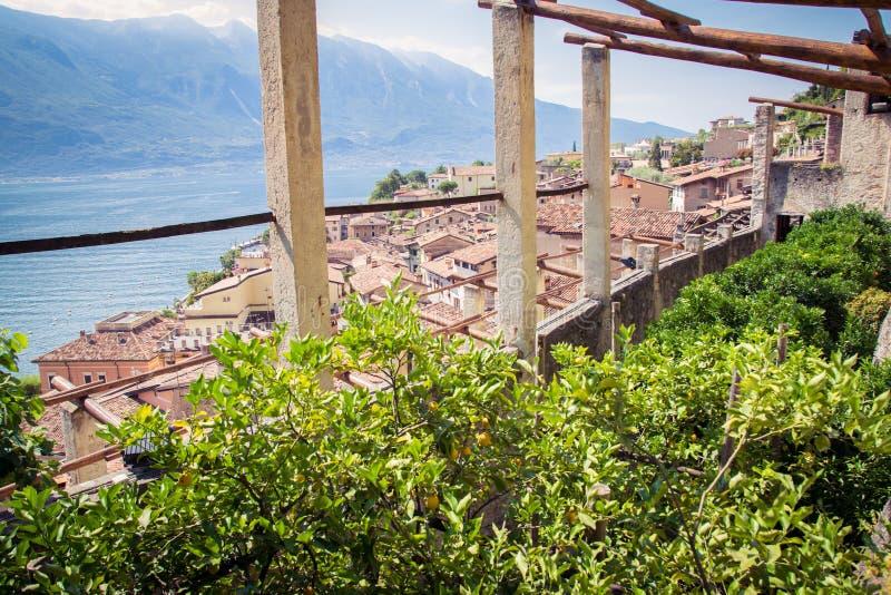 Stary cytryna dom w Limone sul Garda, Włochy obrazy stock