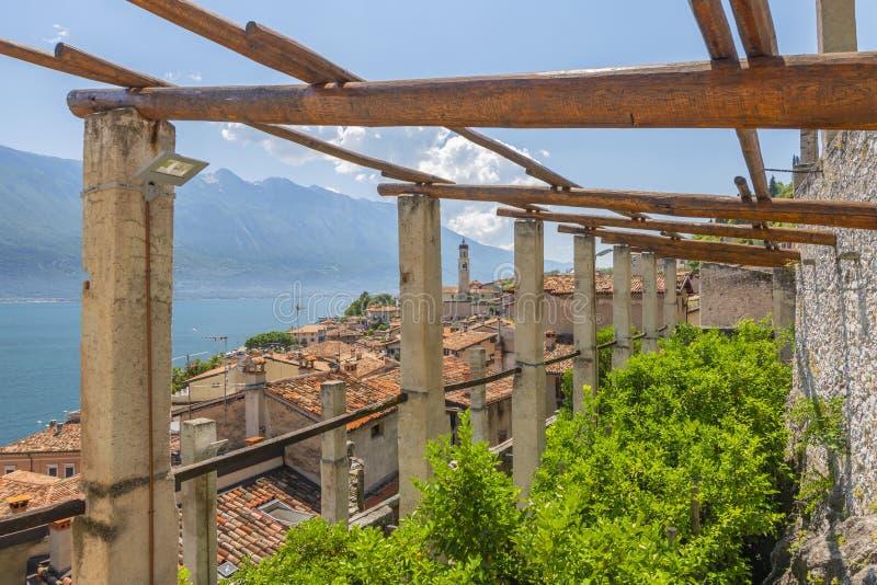 Stary cytryna dom, widok na Limone sul Garda i, jeziorny Garda, Włochy zdjęcia stock