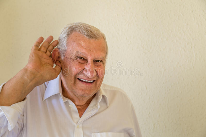 Stary człowiek słucha zdjęcie stock