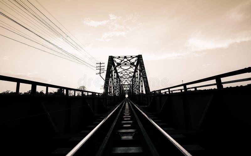Stary czarny stal pociągu most Lampang Tajlandia Chiangmai Thail fotografia royalty free