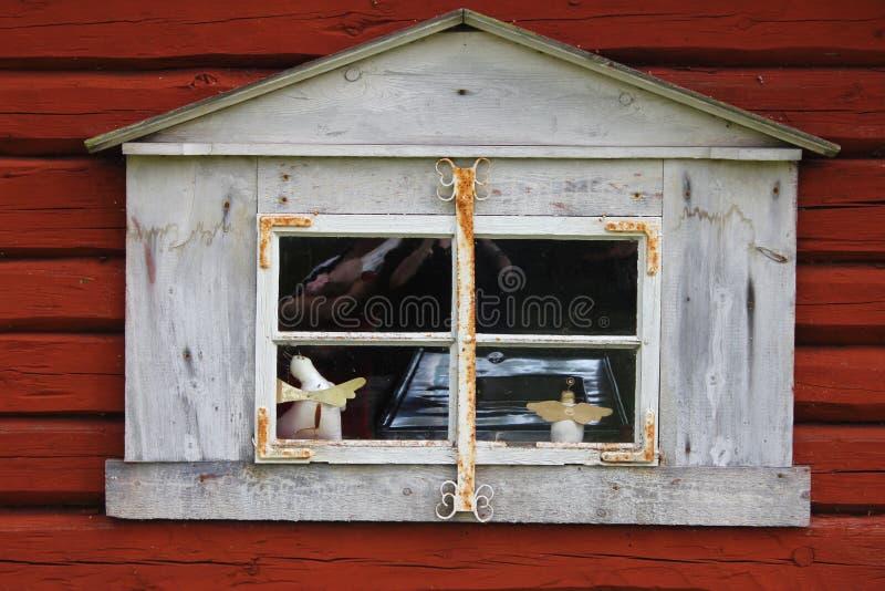 stary czerwone ?ciany okno zdjęcie stock