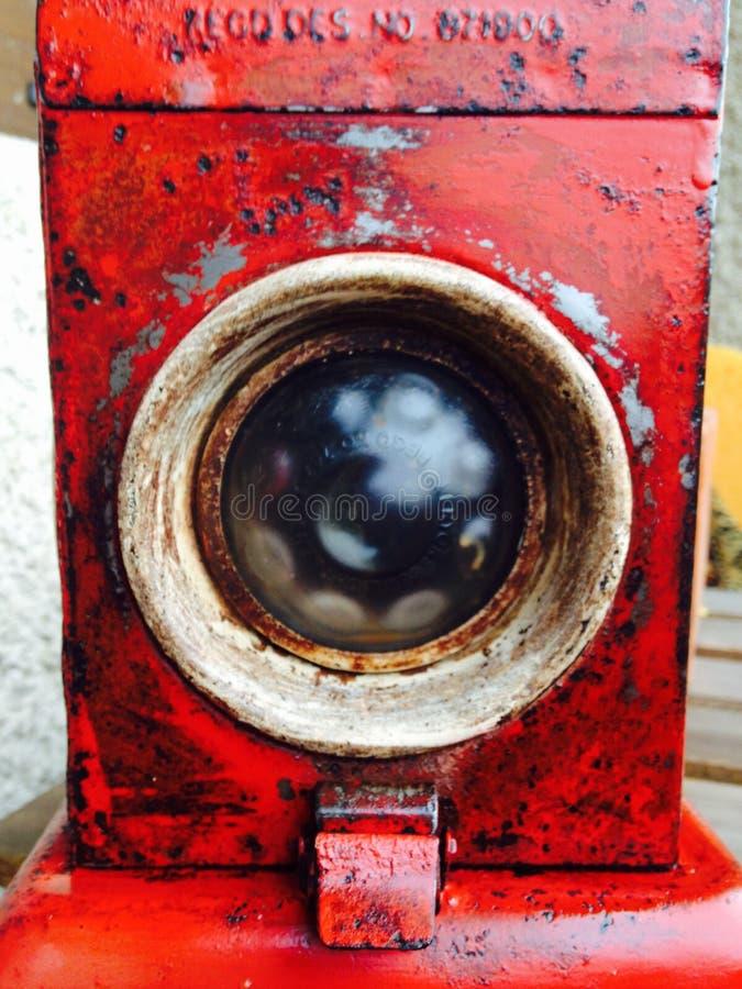 stary czerwony antykwarski lampowy linia kolejowa pracownik obraz stock