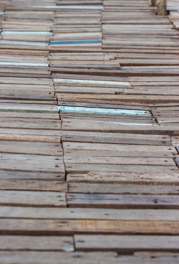 Stary długi drewniany droga przemian obraz stock