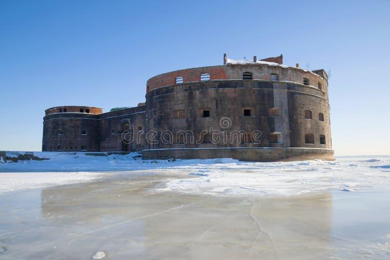 Stary denny fortu ` cesarz Aleksander Pierwszy ` dżuma na pogodnym Marcowym dniu Kronstadt, Rosja zdjęcia stock