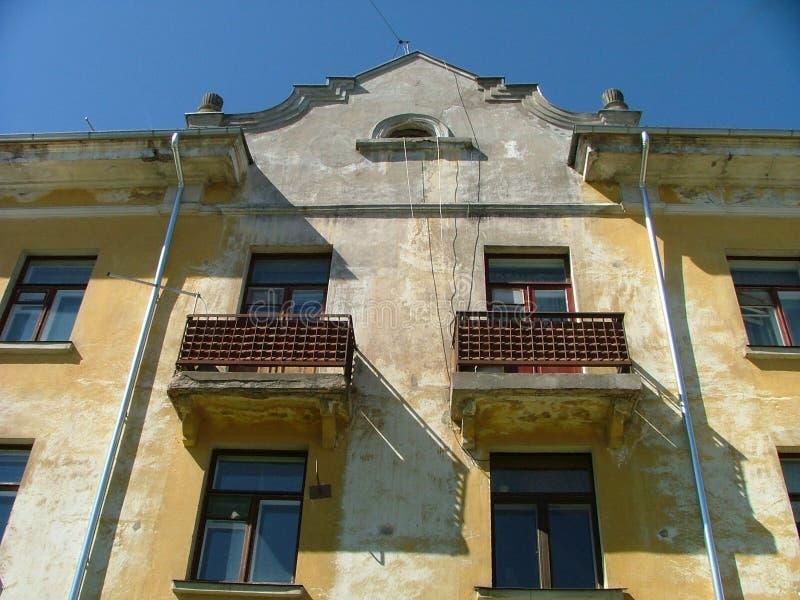 Download Stary dom obraz stock. Obraz złożonej z balkon, yellow - 142977
