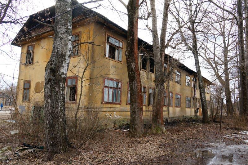 Download Stary dom zdjęcie stock. Obraz złożonej z pusty, ruina - 53786894