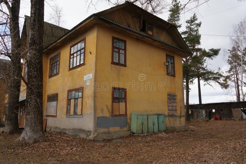 Download Stary dom obraz stock editorial. Obraz złożonej z upaćkany - 53787354