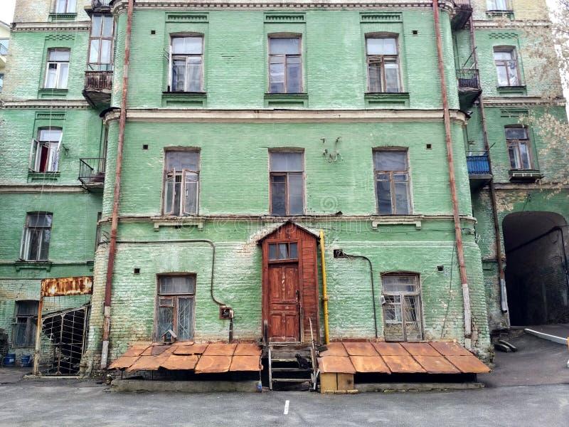 stary dom, kot zdjęcia royalty free
