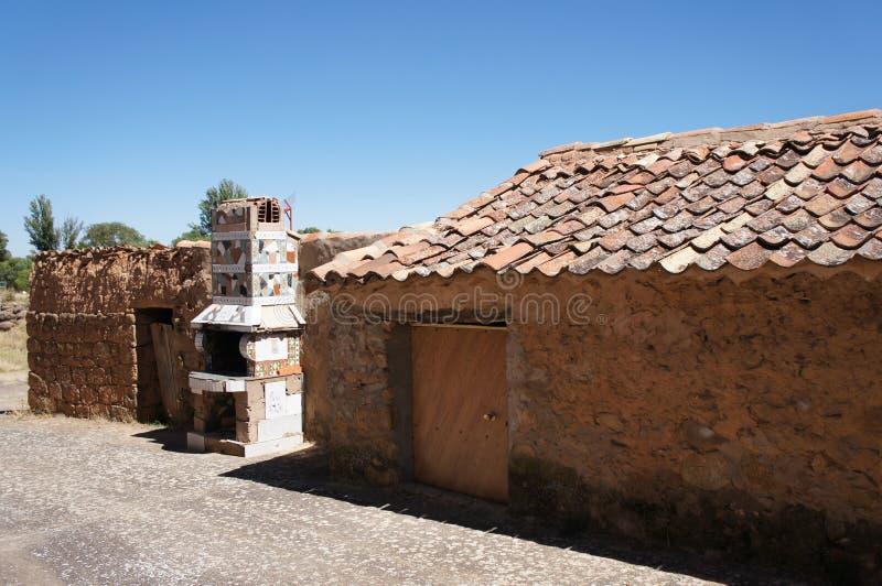 Stary dom w Hiszpańskiej wiosce, dom z ceramiczną kuchenką fotografia stock