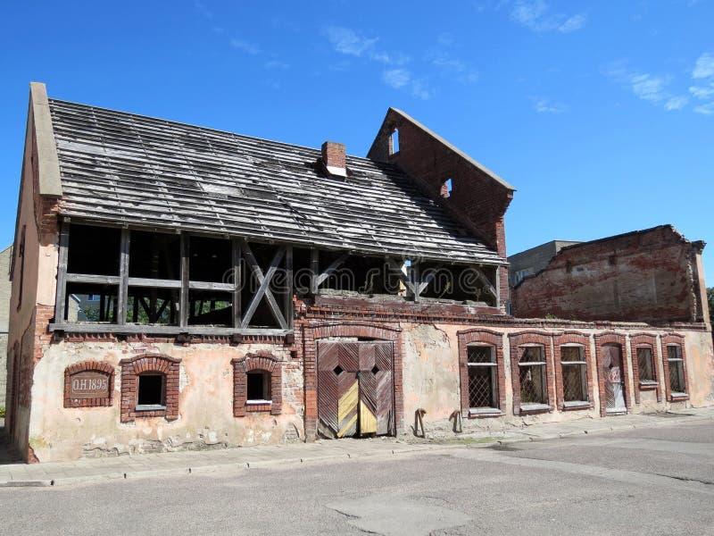 Stary dom zaczynać przywrócić, Lithuania obrazy stock